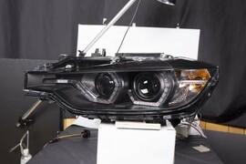 BMW F30 11-15 Фары с Led светящимися скобками черные