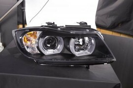 BMW E90 / E91 05-08 Фары с линзами и Led ангельскими глазками черные