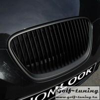 Seat Leon 1P facelift 09-12 Решетка радиатора без значка черная
